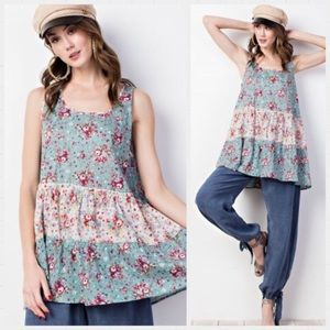 Super adorable Easel Floral Tunic